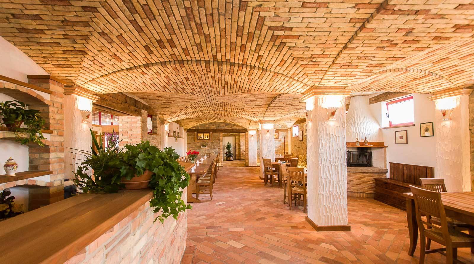 Sala da pranzo e colazioni per agriturismo ad Aquileia ...